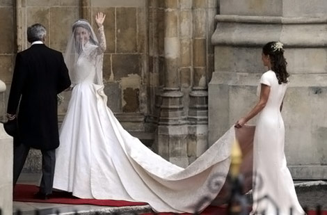 kate-middleton-white-wedding-dress-sarah-burton-for-alexander-mcqueen