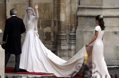kate-middleton-white-wedding-dress-sarah-burton-for-alexander-mcqueen